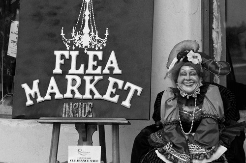 20120421041721-flea_market