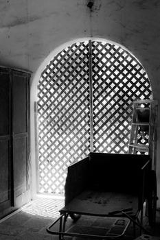 20120421042220-sb_doorway