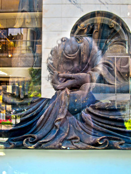 20120515011007-ssydney_self-portrait_reflecting_on_buddha