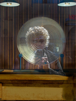 20120515011828-ssydney_self-portrait_reflecting_on_round