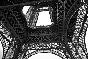 20120520030823-02-eiffel_tower_center_of_base-