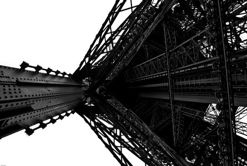 20120520064056-06-eiffel_tower_leg_up-