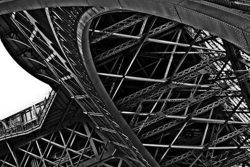 20120520064836-05-eiffel_tower_inside_1st_level-