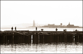 20120525213522-01_-_efrain_gonzalez_-_sunday_afternoon_on_the_christopher_st_piers_-_1986