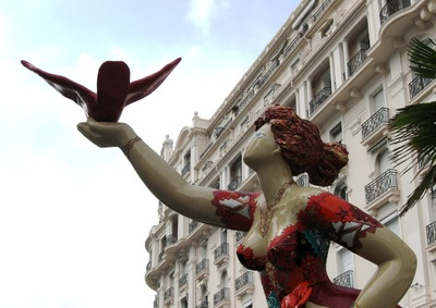 20120531162223-on_the_riviera_-_woman_n_bird_statue
