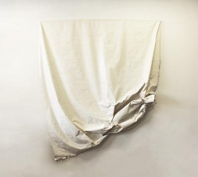 20120627081356-curtain2