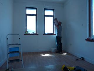 20120704230956-1_darren_jones_installing_at_the_queensferry_gallery