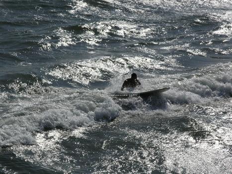 20120705193207-lb_surfer