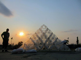 20120722183334-lubliner_oh_plastic_bottle_pyramid