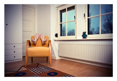 20120725121742-lilith_-_yellow_chair
