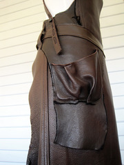 20120813192922-apron_detail