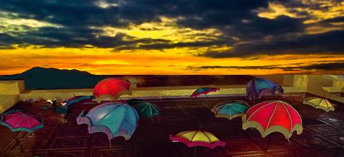 20120828024552-dancing_umbrellas_2