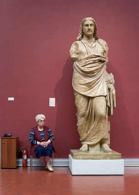 20120906104504-guards_statue_news