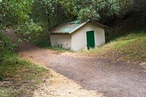 20121006003436-trail_hut
