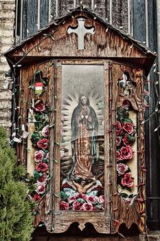 20121006031338-la_placita_olvera_altar