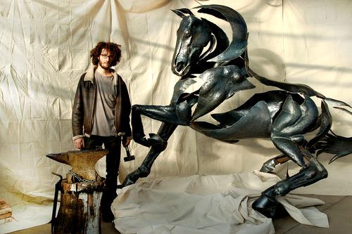 20121008213514-grand_cheval_3_adrian_landon3