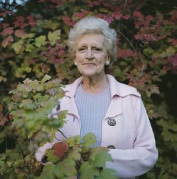 20121018021701-darron-davies-late-afternoon-her-garden-300x304
