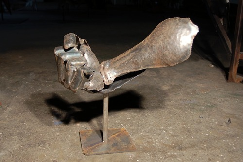 20121107160449-adrian_landon_metal_sculpture_fist1