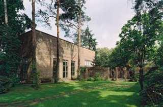 20121110133349-garten-mit-skulpturenhof-web2