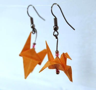 20121117183726-tina_viljoen_origami_crane_earrings