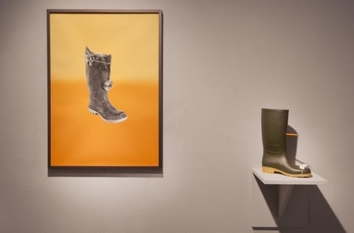 20121120154859-reversibility_welliflex_camera_with_hb_versions_detail_2_kate_davis_2011_wellington_boot_pencil_eraser_and_shelf_framed_pencil_and_screenprint_on_paperff7568