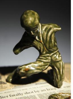 20121122010907-mi_no_arms_on_bent_knee_adj