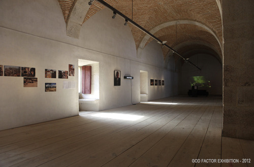 20121127164139-god_factor_exh_curated_by_inesvalle_general_view