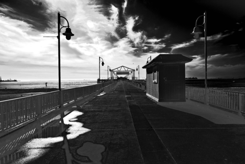 20121214141324-belmont_pier_blkandwht