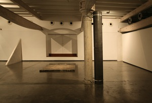 20121219092032-installation_view