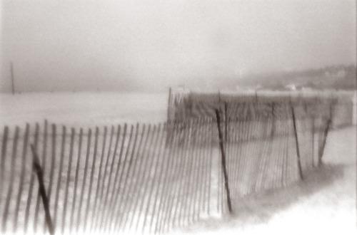 20130122010613-beach_fence