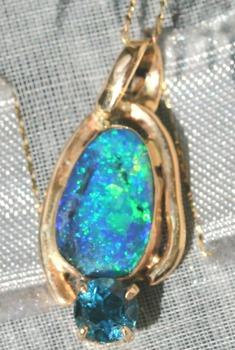 20130201154211-opal_pendant