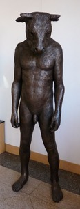 20130221222610-giant_standing_minotaur_bronze_resin