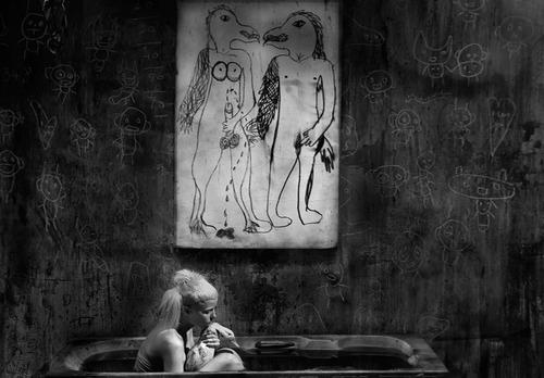 20130307115017-bath_scene