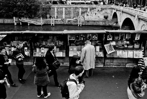 20130309075334-24_bookstall_on_quai_saint-michel_d5-5017_615_final-