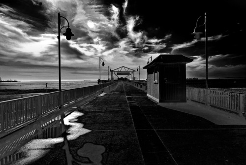 20130309232906-strange_sky_on_pier