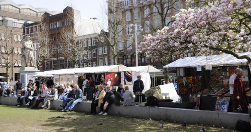 20130311225339-rembrandt_art_market_zijaanzicht