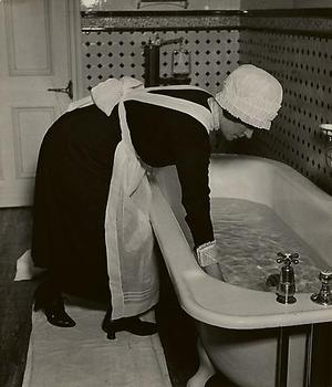 20130318224946-parlourmaid_preparing_a_bath_before_dinner_c__19370