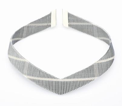 20130328185535-diagonal_neckpiece