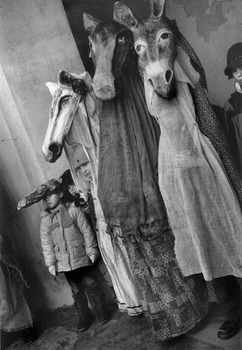 20130406180201-marketa_luskacova__children_with_horse-face_masks__2006__courtesy_of_the_artist_and_the_piper_gallery_