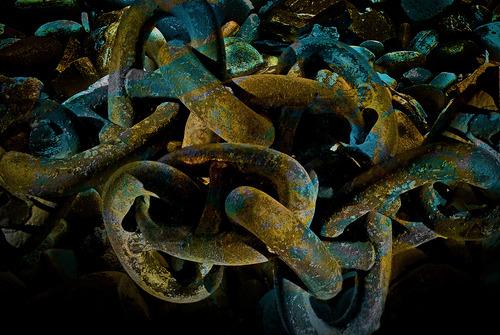 20130407203459-big_rusty_kinked_chain