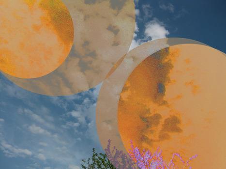 20130413215438-moon_orange
