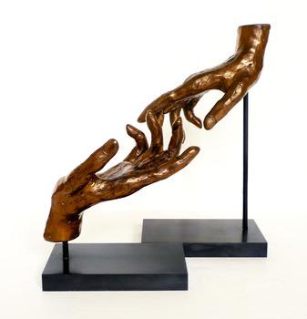 20130418002201-bronze_hands