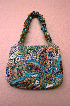 20130507181622-2011_embroidered_handbag