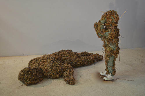 20130508024345-4_grief__lifesize_burdocks_sculptures__112_copy