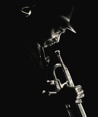 20130602014637-ld-man-with-horn