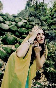 20130805171802-johnny-de-brest-war-fashion-fake-phoinissa-madonna-indien