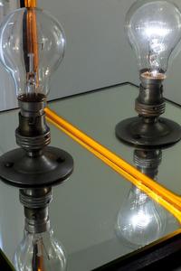 20130905123756-1975-bill_culbert__bulb_box_reflection_ii__wooden_box__mirror_glass__light_bulbs__33_x_32_x_31_cm___installation_ph_hd_6