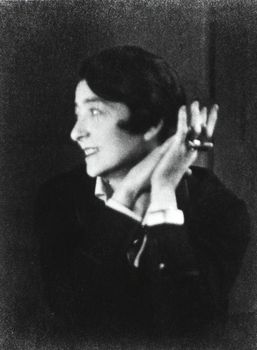 20131005062339-berenice_abott_portrait_of_eileen_gray
