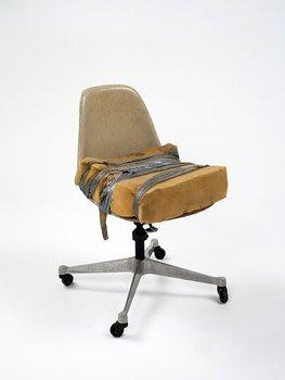 20131013235012-holt-quentel-eames-chair-2-02_web