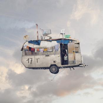 20131016190932-flying_houses_laurent_chehere_caravan_1